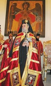 epa00860901 Cyprus' Archbishop Chrysostomos II (C) during his enthronment ceremony at the St. John cathedral in Nicosia, Cyprus, Sunday 12 November 2006. The the Greek Orthodox Church of Cyprus last week elected Paphos Metropolitan Chrysostomos, 65, as its first new leader in 29 years.  EPA/Katia Christodoulou